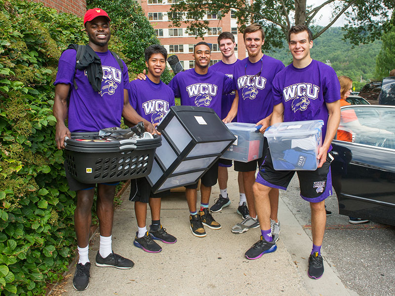 Students helping Freshmen move in to their residence hall